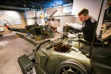 Försvarsmuseum sätter Bodens fästning i ett större perspektiv – och låter besökarna åla sig ned i en stridsvagn 74.