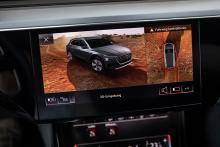 Runt-om-kamerorna avslöjar e-tron utan maskering.