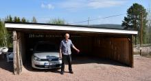 Tomt i spiltan. Ulf Rundins VW Tiguan är på reparation, något som kan bli dyrt. Det är osäkert om maskinskadeförsäkringen täcker kostnaden. (foto: Kerstin Engström Halén)