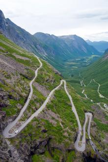 Trollstigen har hyllats som en av världens bästa vägar, men under de turisttäta månaderna är utsikten höjdpunkten.