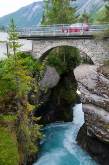 På vägen mellan Geiranger och Trollstigen tittade vi närmare på Gudbrandsjuvets starka forsar.