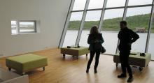 Ljust och luftigt, en rofylld atmosfär inne i museet.