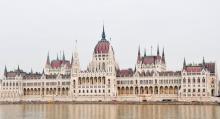 En av alla vackra byggnader som går att se utmed Donaus vatten är Parlamentet som stolt breder ut sig på Pest-sidan.