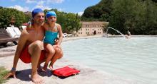 Svante Helms och hans dotter Eva bor bara några mil bort från termalbadet och är här för det varma vattnet.