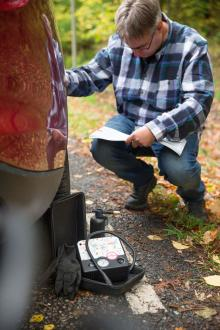 Hur byter man däck? Eller kan man laga ett punkterat däck? Bäst att läsa instruktionsboken först.