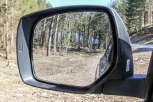 Stora backspeglar ger bra sikt bakåt.