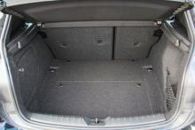 Bagageutrymmet sväljer 360 liter, normalstort för klassen.