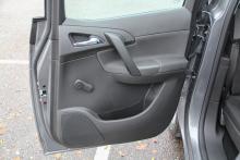 Bakhängda dörrar ger lätt insteg till baksätet. Udda detalj som var förbjuden förr.