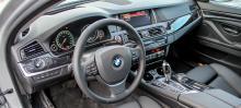 Förarmiljön är på typiskt BMW-manér både snygg att se på och lätt att använda.