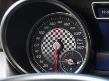 Schackrutig instrumentbotten i Mercedes GLE.