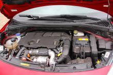 Dieselmotorerna är driftsäkrare än bensinmotorerna, som haft kamkedjefel.