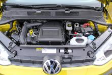 Motorn är trecylindrig och ger vanligen 60, 75 eller 90 hk.