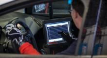 Alla resultat hamnar i en dator som även meddelar värden under körning med hjälp av en syntetisk röst.