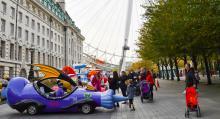 London Eye ger en fantastisk utsikt över staden men de små barnen lockas mer av fantastiska fordon.