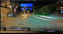 Förstärkt verklighet. De blå pilarna visar vid vilken gata föraren ska svänga vänster. Bilden visas i bilens mediadisplay.