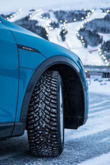 Med IceZero2 ökar Pirelli från 130 till 190 dubb. Mycken möda har lagts på att få ned vägljudet, en anpassing till elbilar som Audi e-tron. (Foto: Pirelli).