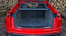 För första gången i världshistorien kan en Lamborghini visa upp ett baksäte som kan fällas i 40/20/40 proportion. Generös lastvolym. Baksätet går att få med separata stolar.