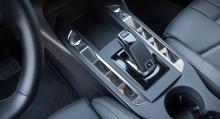 Automatlåda blir standard i Sverige. Växelreglaget känns igen från övriga bilar från PSA.