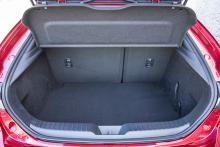358 liter bagageutrymme, i underkant för en 446 centimeter lång bil.