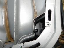 Under innerskärmarna av filtmaterial bak finns illa tätade skarvar.