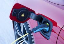 Volvos laddhybrid har inte stöd för snabbladdning. En full laddning nås på cirka 3 timmar med 16A.