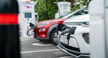Ionitys 350 kW-laddare finns inte på så många ställen än, men i Enköping expressladdade vi så mycket som Hyundais och Kias kapacitet tillät. Priset är fast: 80 kronor.