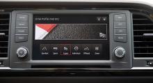 De olika körlägena kan även väljas från pekskärmen. Mediasystemet är standard och inrymmer också navigation och telefonspegling.