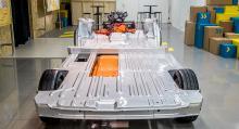 Ford garanterar batteriets funktion i åtta år eller 16000 mil med 70 procents kapacitet kvar. Genom att placera batteriet under lastgolvet har man kunnat...