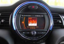 Förr satt hastighetsmätaren här, nu är det multimedia.