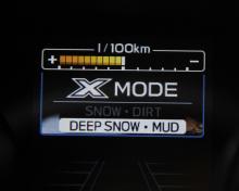 Körreglaget X-mode gör bilen redo för tuffa tag.
