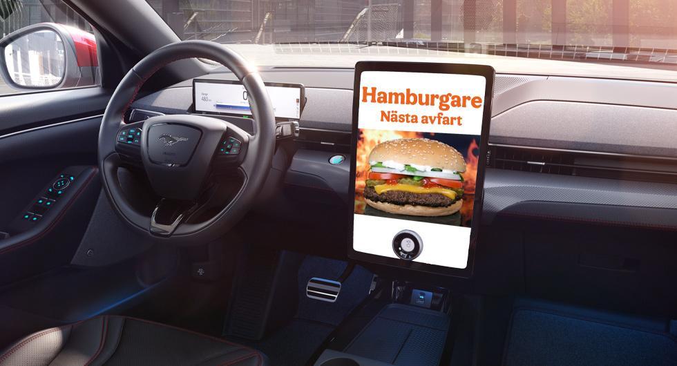 Fords teknik visar reklam på bilens skärm