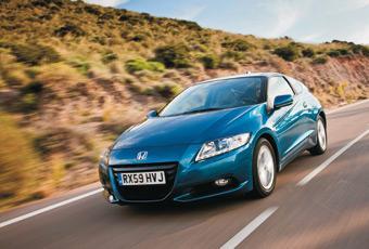 Formgivningen annonserar fart och fläkt. Designmässigt återknyter Honda CR-Z till 80-talsikonen sportcoupén CR-X.