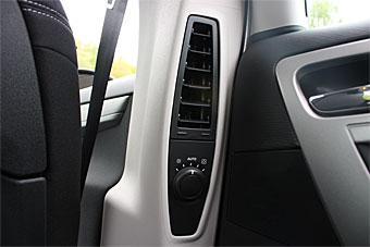 Baksätespassagerarna i Citroën kan dessutom reglera ventilationen i B-stolparna. Med automatisk klimatanläggning bjuds även möjlighet att påverka temperaturen.