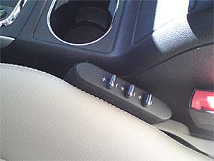 """""""Multikonturstol"""" på förarplatsen innebär att svank- och sidostöd kan finjusteras elektriskt. Kostar 2 500 kronor till Mercedes B-klass."""