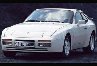 När Porsche 944 turbo introducerades 1985 förklarade den projektansvarige Jochen Freund att den hade den första Porschemotorn som gav lika mycket effekt med eller utan katalysator.