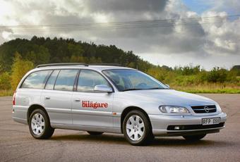 Opel Omega är en stor bil till låga priser. Modellen fick en ansiktslyftning 2000 men lades ned under 2003.