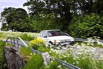 Ut i spenaten! Vi Bilägares projektbil sträcker ut i sommarlandskapet efter att Haga Bil & Lack pysslat om den några veckor. I