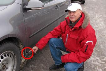 Främre kanten på Teijo Ojanens VW Golf från 2006 är utvikt som ett litet öra.