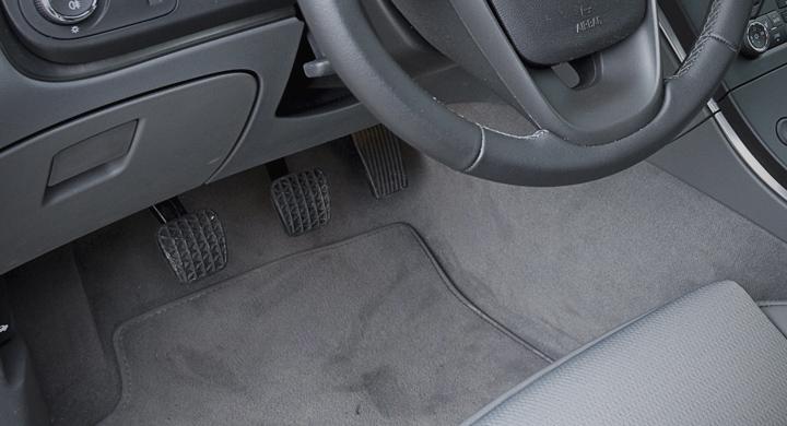 Bilfrågan: Varför fastnar kopplingspedalen?