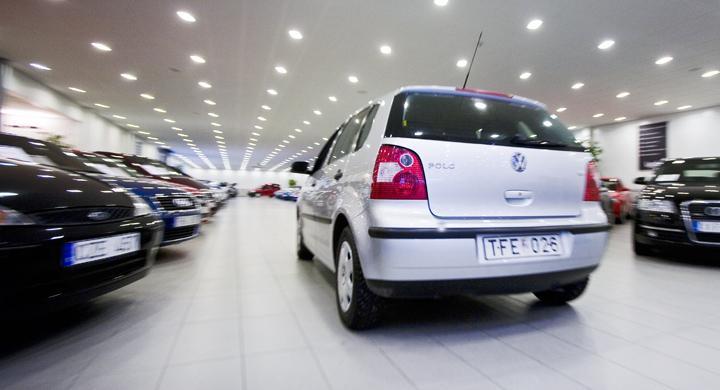 Full fart hos bilhandlarna i maj