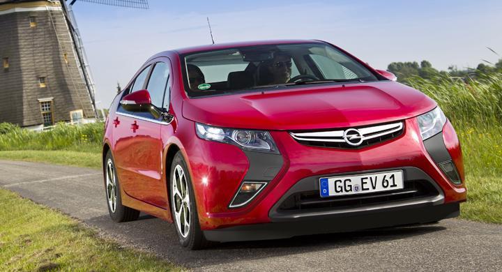 35 kandidater till Årets Bil 2012