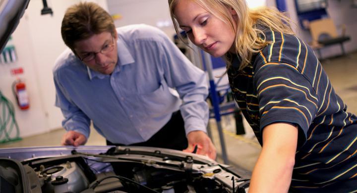 Bilprovningen lockar fler kvinnor