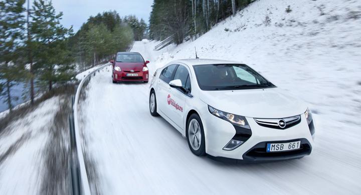 Biltest: Opel Ampera, Toyota Prius (2012)