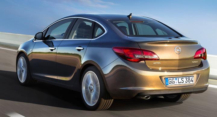 Opel Astra som fyrdörrars sedan