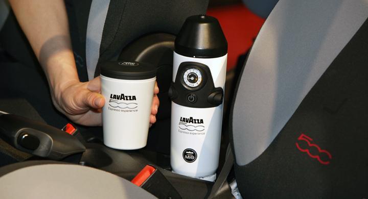 Fiat 500L brygger espresso i bilen
