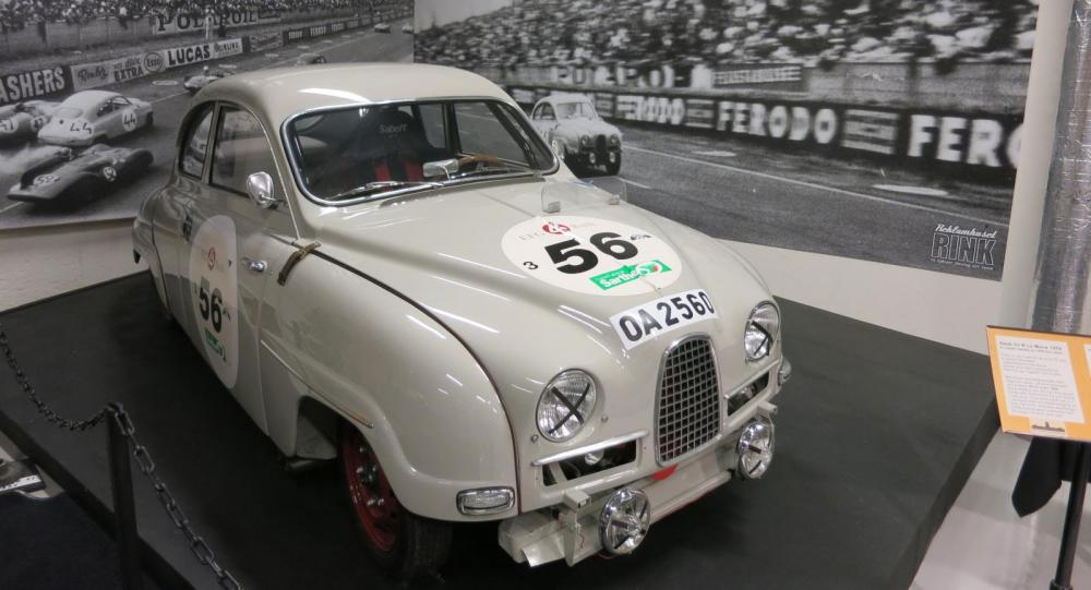 En exakt replika av Saabs Le Mans-bil från 1959. Tvåtaktaren på 90 hk toppade 175 km/tim på Mulsannerakan.