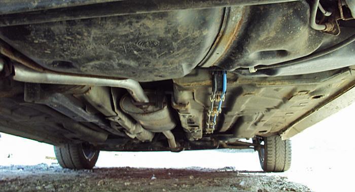 För att hjälpa bilen att stå emot rost borde plastsköldarna undertill ibland tas bort vid tvätt.