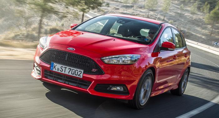 Ford Focus ST kommer nu för första gången med en dieselmotor på 185 hk vid sidan av bensinaren på 250 hk.