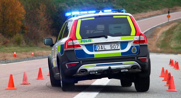 Undanmanöver ska en polisbil klara i 60–65 km/tim. Vi kör 68 utan problem i konbanan.
