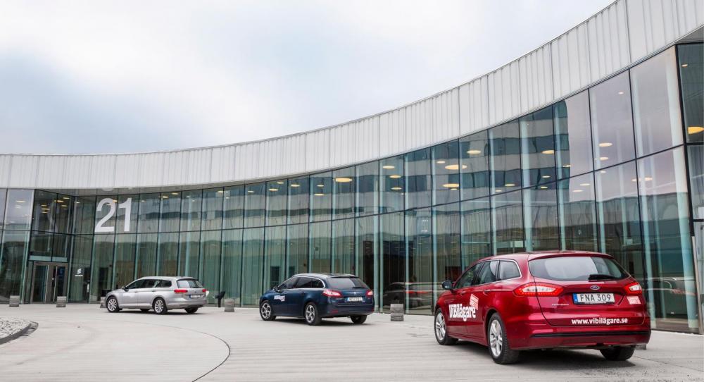 Till er tjänst! VW Passat Sportscombi som Peugeot 508 SW och Ford Mondeo Kombi är typiska tjänstebilar.
